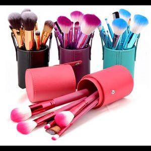 Other - 🔥PINK🔥Makeup brush set with cylinder pink color